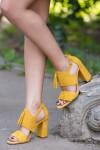 Sandale galbene cu ciucure si toc gros
