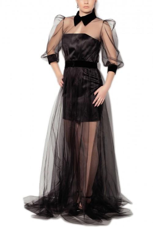 Rochie neagra accesorizata cu tul si catifea