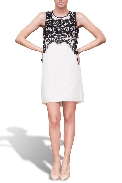 Rochie catifea alba cu aplicatii negre-Exclusiv la Endra