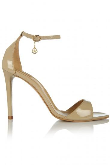 Sandale cu toc subtire din piele lacuita bej