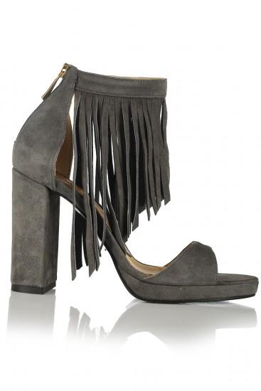 Sandale cu toc gros si franjuri