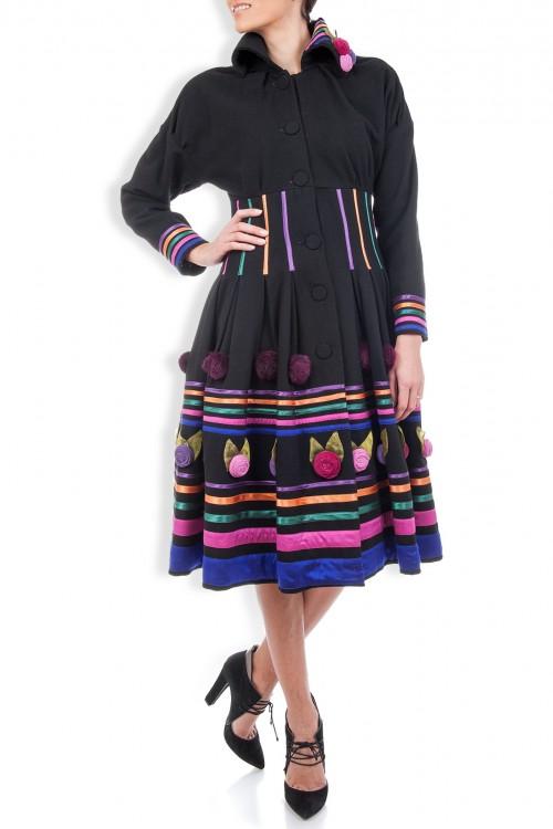 Palton lana neagra cu aplicatii multicolore
